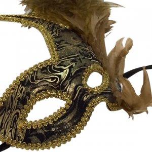 Loup de bal masqué à plumes