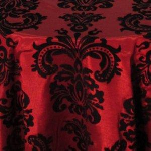 Sur-nappe rouge à motifs noirs
